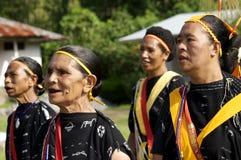 Πολεμιστές που χορεύουν στα παραδοσιακά ενδύματα Flores Ινδονησία Στοκ εικόνες με δικαίωμα ελεύθερης χρήσης