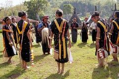 Πολεμιστές που χορεύουν στα παραδοσιακά ενδύματα Flores Ινδονησία Στοκ φωτογραφίες με δικαίωμα ελεύθερης χρήσης