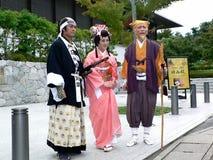Πολεμιστής και πριγκήπισσα Σαμουράι στο φόρεμα κιμονό, Κιότο Ιαπωνία στοκ φωτογραφία