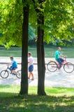 Ποδηλάτες πάρκων Στοκ φωτογραφίες με δικαίωμα ελεύθερης χρήσης