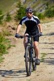 Ποδηλάτης βουνών στα ίχνη Στοκ φωτογραφίες με δικαίωμα ελεύθερης χρήσης