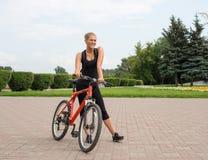 Ποδηλάτης κοριτσιών Στοκ Εικόνες