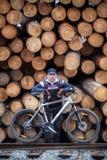 Ποδηλάτης σε ένα υπόλοιπο στοκ φωτογραφία
