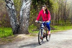 Ποδηλάτης στο δάσος Στοκ Φωτογραφίες