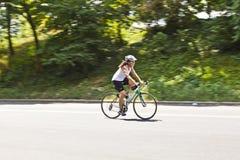 Ποδηλάτης στο κεντρικό πάρκο Στοκ Εικόνες