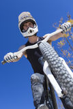 Ποδηλάτης BMX και το ποδήλατό του Στοκ φωτογραφία με δικαίωμα ελεύθερης χρήσης