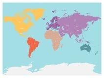 Πολιτικός χάρτης του κόσμου με την Ανταρκτική Ήπειροι στα διαφορετικά χρώματα στο μπλε υπόβαθρο Μαύρες ετικέτες με τα κράτη και ελεύθερη απεικόνιση δικαιώματος