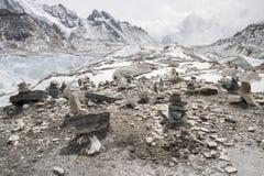 Πολλοί τύμβοι στο στρατόπεδο βάσεων Everest Στοκ Φωτογραφία