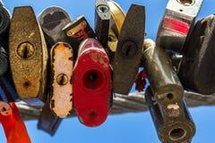 Πολλοί χρωμάτισαν τη σφραγισμένη περίληψη λουκέτων μετάλλων Στοκ Φωτογραφία