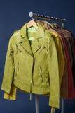 Πολλοί χρωματισμένο σακάκι δέρματος Στοκ Φωτογραφίες