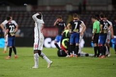Ποδοσφαιριστής, κύβοι του Πάτρικ Ekeng μετά από την κατάρρευση κατά τη διάρκεια του παιχνιδιού Dinamo Βουκουρέστι Στοκ φωτογραφίες με δικαίωμα ελεύθερης χρήσης