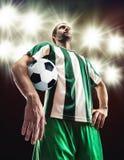 Ποδοσφαιριστής με μια σφαίρα Στοκ εικόνα με δικαίωμα ελεύθερης χρήσης