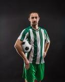 Ποδοσφαιριστής με μια σφαίρα Στοκ Εικόνες