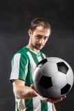 Ποδοσφαιριστής με μια σφαίρα Στοκ εικόνες με δικαίωμα ελεύθερης χρήσης