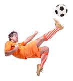 Ποδοσφαιριστής ποδοσφαίρου που κλωτσά τη σφαίρα Στοκ Εικόνες