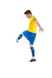 Ποδοσφαιριστής στο κίτρινο λάκτισμα Στοκ εικόνες με δικαίωμα ελεύθερης χρήσης