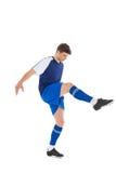 Ποδοσφαιριστής στο μπλε λάκτισμα του Τζέρσεϋ Στοκ Φωτογραφίες