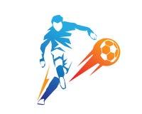 Ποδοσφαιριστής στο λογότυπο δράσης - σφαίρα στο λάκτισμα ποινικής ρήτρας πυρκαγιάς Στοκ εικόνα με δικαίωμα ελεύθερης χρήσης