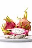 Πολτός φρούτων του αχλαδιού φραουλών σε ένα άσπρο πιάτο στοκ φωτογραφίες