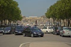 Πολυάσχολη κυκλοφορία μπροστά από το πύργο de Βερσαλλίες στοκ φωτογραφία