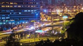 Πολυάσχολοι δρόμος και λιμένας Timelapse φόρτωσης Cargos. Χονγκ Κονγκ. Ζουμ πυροβοληθε'ν έξω. απόθεμα βίντεο