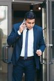 Πολυάσχολος έμπορος χρηματιστηρίου σε μια βιασύνη στοκ εικόνες με δικαίωμα ελεύθερης χρήσης
