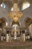 Πολυέλαιοι στο Sheikh μουσουλμανικό τέμενος Zayed Αμπού Νταμπί Ε.Α.Ε. Στοκ εικόνες με δικαίωμα ελεύθερης χρήσης