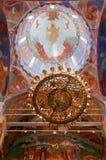 Πολυέλαιος κάτω από το θόλο μέσα στον καθεδρικό ναό μεταμόρφωσης του μοναστηριού λυτρωτών του ST Euthymius, Ρωσία, Σούζνταλ Στοκ Φωτογραφία
