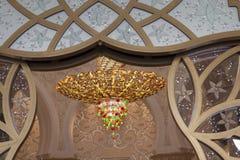 Πολυέλαιος στο Sheikh μουσουλμανικό τέμενος Zayed Αμπού Νταμπί Ε.Α.Ε. Στοκ φωτογραφία με δικαίωμα ελεύθερης χρήσης