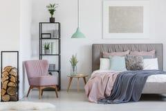 Πολυθρόνα Comfy στη γωνία στοκ εικόνα