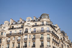 Πολυκατοικία στο Παρίσι, Γαλλία στοκ εικόνα