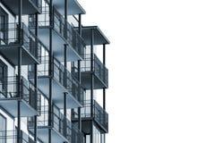 Πολυκατοικία τα μπαλκόνια που απομονώνονται με Στοκ Φωτογραφία