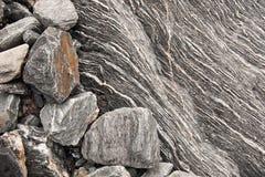 Πολυστρωματικό υπόβαθρο βράχου χαλαζία με το σιδηρομετάλλευμα Στοκ Εικόνες