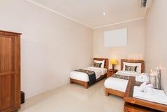 Πολυτέλεια και ρομαντικό δίδυμο ξενοδοχείο κρεβατοκάμαρων Στοκ εικόνα με δικαίωμα ελεύθερης χρήσης