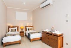 Πολυτέλεια και ρομαντικό δίδυμο ξενοδοχείο κρεβατοκάμαρων Στοκ φωτογραφίες με δικαίωμα ελεύθερης χρήσης
