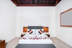 Πολυτέλεια και όμορφο ξενοδοχείο κρεβατοκάμαρων Στοκ φωτογραφία με δικαίωμα ελεύθερης χρήσης