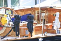 Πολυτέλεια yatch σε έναν λιμένα Στοκ φωτογραφία με δικαίωμα ελεύθερης χρήσης