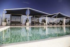Πολυτελής τυρκουάζ πισίνα στοκ φωτογραφία με δικαίωμα ελεύθερης χρήσης