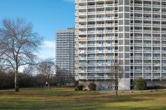 Πολυόροφο κτίριο διαμερισμάτων Στοκ φωτογραφία με δικαίωμα ελεύθερης χρήσης