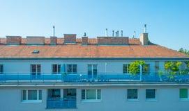 Πολυόροφο κτίριο με τα διαμερίσματα στη Βιέννη Στοκ εικόνα με δικαίωμα ελεύθερης χρήσης
