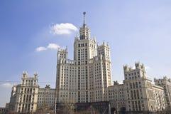 Πολυόροφο κτίριο της Μόσχας. Ρωσία Στοκ εικόνες με δικαίωμα ελεύθερης χρήσης
