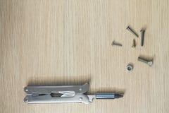 Πολυ εργαλείο στο ξύλινο υπόβαθρο 9 Στοκ Φωτογραφίες