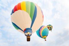 Πολυ χρωματισμένα μπαλόνια ζεστού αέρα στοκ φωτογραφία με δικαίωμα ελεύθερης χρήσης
