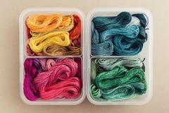 Πολυ χρωματισμένα νήματα Στοκ εικόνα με δικαίωμα ελεύθερης χρήσης