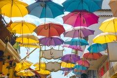 Πολυ χρωματισμένες ομπρέλες έξω Στοκ Εικόνα