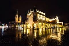 Πολωνία, Κρακοβία Τετράγωνο αγοράς τη νύχτα Το κύριο τετράγωνο αγοράς μέσα Στοκ φωτογραφίες με δικαίωμα ελεύθερης χρήσης