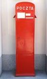 Πολωνική κόκκινη ταχυδρομική θυρίδα της National Post στην οδό της Βαρσοβίας Στοκ φωτογραφία με δικαίωμα ελεύθερης χρήσης