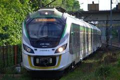 Πολωνικό περιφερειακό τραίνο στοκ φωτογραφία με δικαίωμα ελεύθερης χρήσης