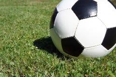 ποδόσφαιρο γυαλιού καψίματος σφαιρών aqua Στοκ Εικόνες