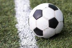 ποδόσφαιρο γυαλιού καψίματος σφαιρών aqua Στοκ Εικόνα